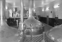 Interiør fra E.C. Dahls bryggeri på Kalvskinnet, brygghuset. 1950.